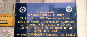 Cherbourg, monument lettrine