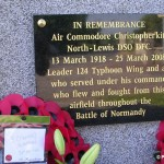 Sainte-Croix-Grand-Tonne, plaque Air Commodore Christopher North-Lewis
