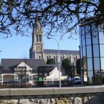 Barenton, le centre ville et l'église