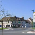 Le Bourg-Saint-Léonard, le carrefour principal