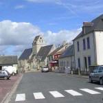 Méautis, la rue principale et l'église