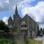 Quinéville, la mairie et l'église