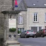 Sainte-Marie-du-Mont, la fontaine sur la place