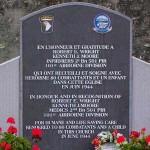Angoville-au-Plain, monument Robert Wright et Kenneth Moore
