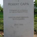 Bayeux, stèle Robert Capa