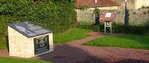 Brévands, monument lettrine