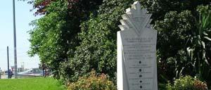 Carpiquet, monument lettrine