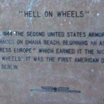 Colleville-sur-Mer, plaque 2nd US Armored Division