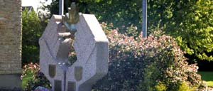 Falaise, monument lettrine