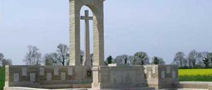 Fontenay-le-Pesnel, monument lettrine