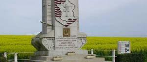 Fyé, monument lettrine
