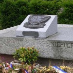 Grancamp-Maisy, tombe commandant Kieffer