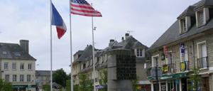 Isigny-sur-Mer, monument lettrine