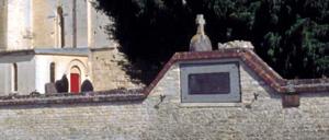 Jort, monument lettrine