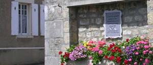 La Cambe, monument lettrine