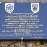 L'Aigle, plaque Inns of Court Regiment et 2e DB française
