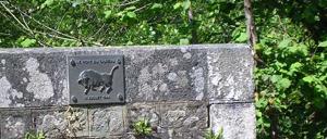 Le Bény-Bocage, monument lettrine