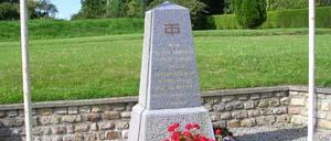 Le Plessis-Lastelle, monument lettrine