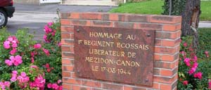 Mézidon-Canon, monument lettrine