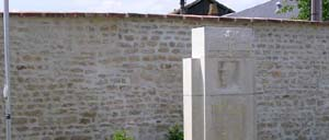 Mortrée, monument lettrine