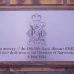 Ouistreham, stèle 13th/18th Royal Hussars