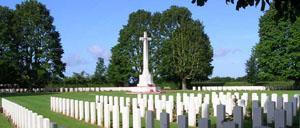 Bayeux, cimetière lettrine