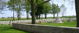 Fontenay-le-Pesnel, cimetière lettrine