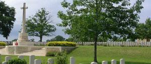Hottot-les-Bagues, cimetière lettrine