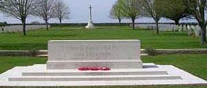 Saint-Manvieu-Norrey, cimetière lettrine