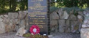 Saint-Martin-des-Besaces, monument lettrine