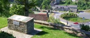 Thury-Harcourt, monument lettrine