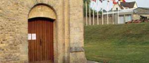 Tilly-sur-Seulles, musée lettrine