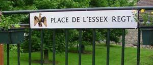 Tilly-sur-Seulles, monument lettrine