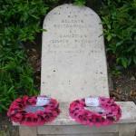 Tilly-sur-Seulles, stèle soldats britanniques et canadiens