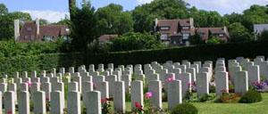 Tourgéville, cimetière lettrine