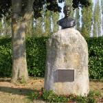 Tournai-sur-Dives, stèle abbé Launay
