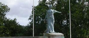 Trévières, monument lettrine