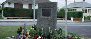 Villers-Bocage, monument lettrine