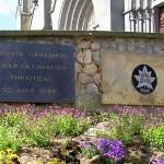 Vimoutiers, plaques soldats canadiens & 8th RECCE