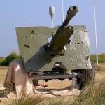 Courseulles-sur-Mer, Centre Juno Beach, canon britannique Ordnance QF 25 pounder