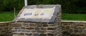 Cerisy-la-Forêt, monument lettrine