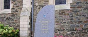Condé-sur-Vire, monument lettrine