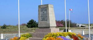 Courseulles-sur-Mer, monument lettrine