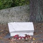 Longues-sur-Mer, stèle Captain Philip Clark