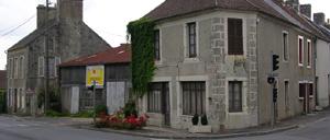 Bazoches-au-Houlme, monument lettrine