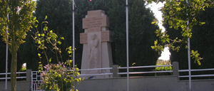 Beaucoudray, monument lettrine