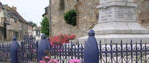 Bellou-en-Houlme, monument lettrine