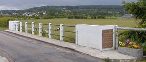 Le Breuil-en-Auge, monument lettrine