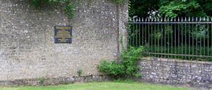 Cretteville, monument lettrine