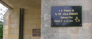Frénouville, monument lettrine